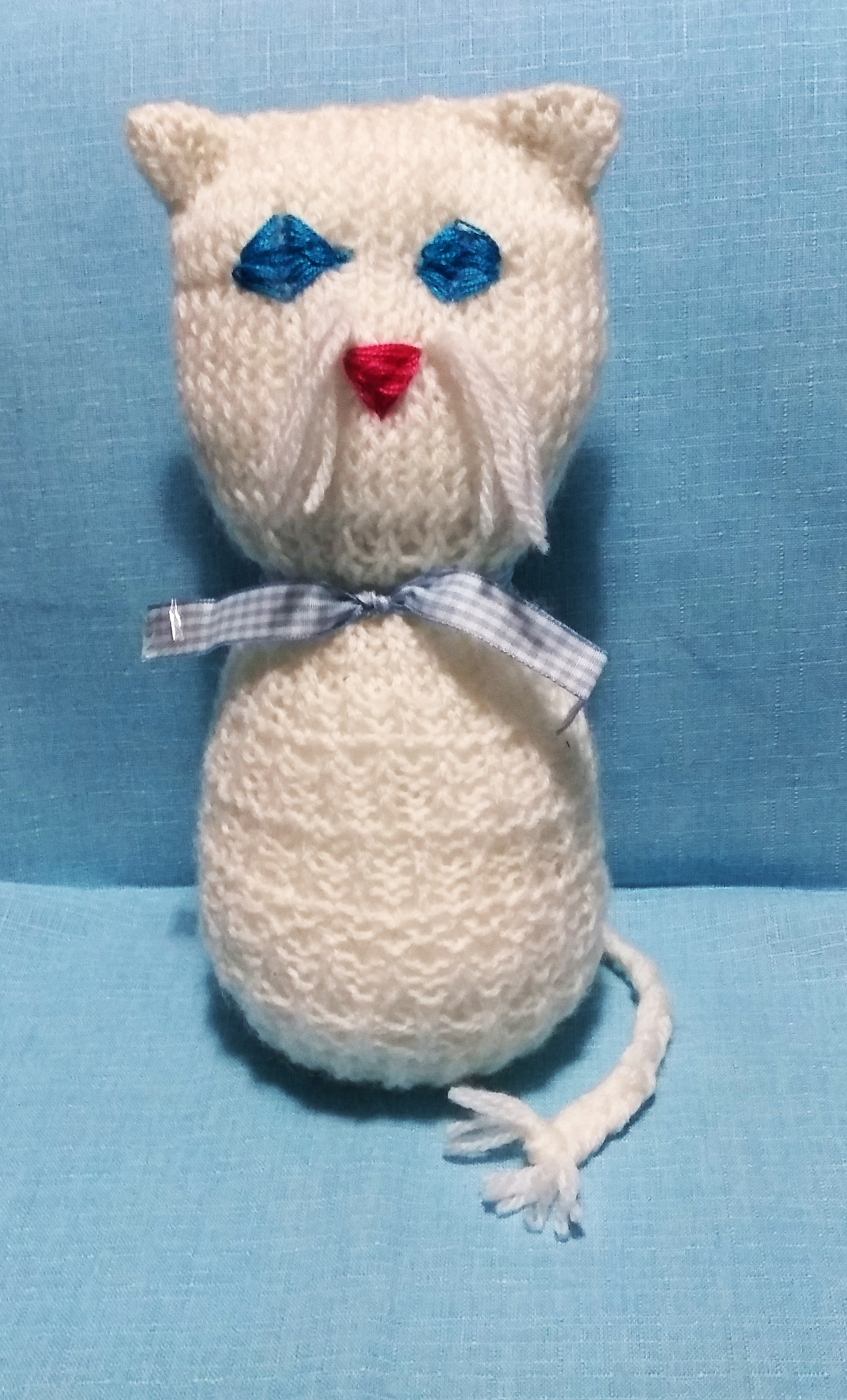 knit one square white cat