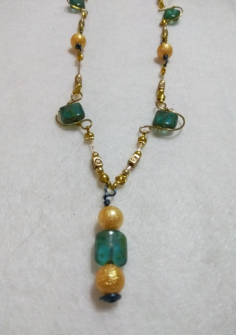 handmade Green glass stone and gold wire twist necklace gold bead