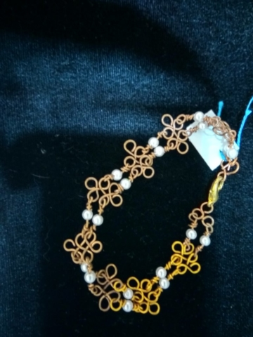 handmade Gold wire twist and white pearl bead bracelet