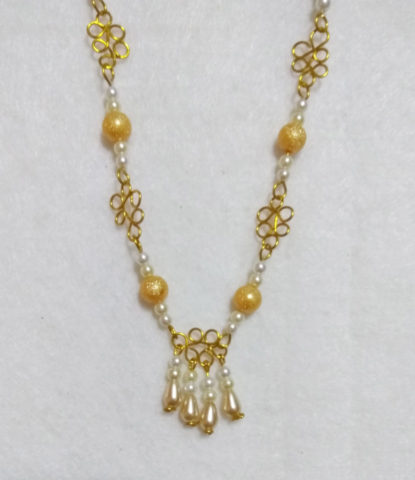 handmade Gold wire twist and pearl bead necklace